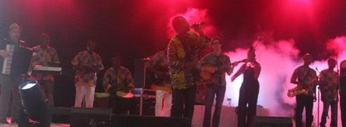 Zieti and Matuto onstage_crop
